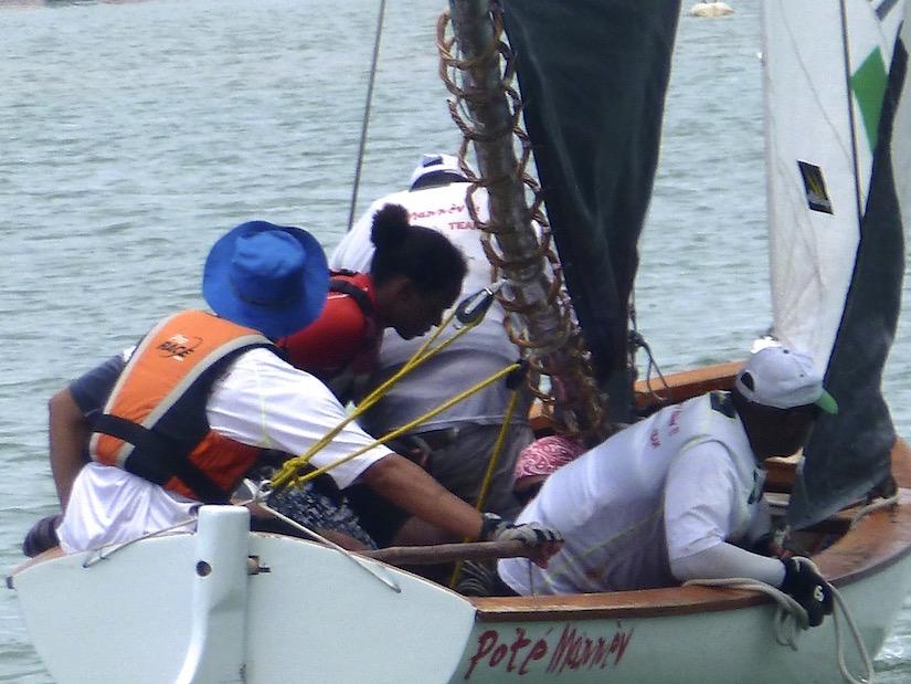 La pêche sur la carpe recueillir le cordage